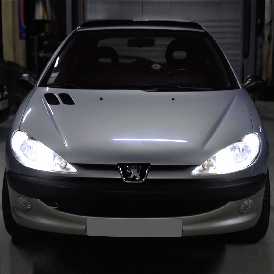 Pack (Standard) Feux de Croisement / Route LED Peugeot 206 (Avec ampoule H4)